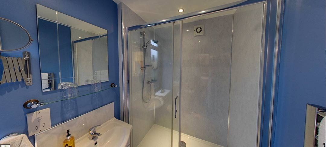 matlock-Bed-and-breakfast-room1-bath